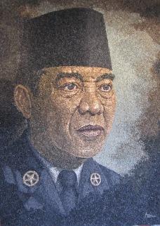 Bung Karno - IndonesianMosaicStoneArtPainting.wordpress.com - 08533 4033 888